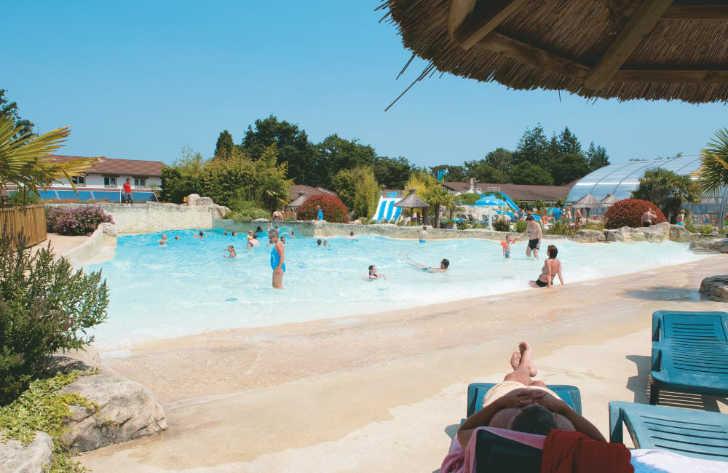 Les Alicourts Pool