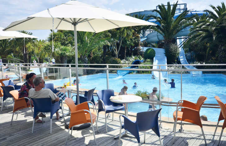 Les Mouettes Pool Seating